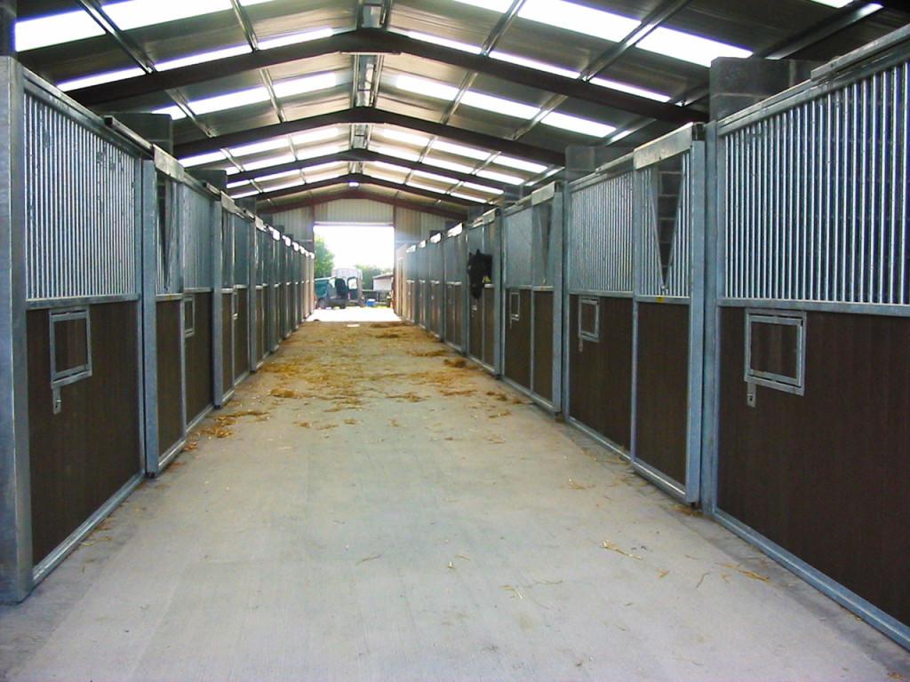 Indoor stable